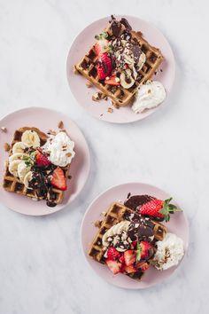 Photo/styling: Line Dammen Delicious Vegan Recipes, Raw Food Recipes, Gluten Free Waffles, Cafe Style, Vegan Foods, Oslo, Acai Bowl, Plant Based, Panna Cotta