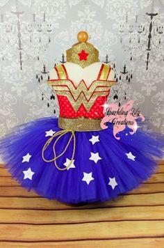 Wonder Woman inspired tutu by SparklingLilys on Etsy Wonder Woman Birthday, Wonder Woman Party, Wonder Woman Tutu, Disfraz Wonder Woman, Wander Woman, Robes Tutu, Fabric Tutu, Diy Tutu, Princess Tutu