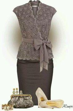 Simple lace dress. Looove it!