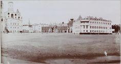 Vista do Mosteiro Chudov no Kremlin e Nikolskii Palace (mais tarde destruída na revolução), com catedrais vizinhas (St. Ivan). Em 1912.