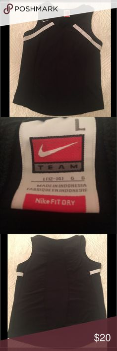 Nike Fit Dry tank top VERY gently used Nike fit dry tank top. No signs of wear. Perfect for tennis or golf! Runs true to size. Very flattering on. Nike Tops Tank Tops