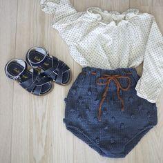 knitting pattern: Popcorn shorts (norwegian and english version) Baby Girl Fashion, Toddler Fashion, Kids Fashion, Baby Outfits, Kids Outfits, Cute Outfits, Baby Knitting, Crochet Baby, Short Bebe