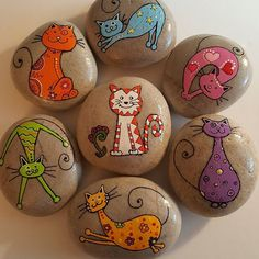 """Find and save images from the """"Kreativ - Rock / Stone / Pebble Art"""" collection by Gabis Welt :) (gabi_zitzen) on We Heart It, your everyday app to get lost in what you love. Pebble Painting, Dot Painting, Pebble Art, Stone Painting, Painted Rock Animals, Painted Rocks Craft, Hand Painted Rocks, Stone Crafts, Rock Crafts"""