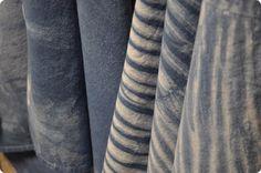 Traditional Indigo Shibori Basics - A Dharma Featured Tutorial Diy Tie Dye Projects, Tie Dye Techniques, Shibori Tie Dye, How To Make Clothes, Textiles, How To Dye Fabric, Tye Dye, Different Fabrics, Indigo