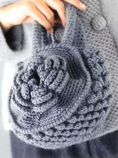 gorgeous round bag - free crochet pattern