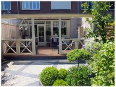 Dit is hoe we de veranda willen. Porch Veranda, Porch And Balcony, Outside Living, Outdoor Living, Outdoor Decor, Diy Pergola, Furniture Stores Nyc, Furniture Online, Furniture Nyc