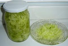 okurkový salát do sklenic Czech Recipes, Salty Foods, Cucumber Salad, Pickles, Kimchi, Cabbage, Food And Drink, Preserves, Cooking Recipes