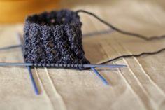 4 verschiedene Bündchenmuster Crochet Pullover Pattern, Poncho Knitting Patterns, Knitting Socks, Knitting Stitches, Knitted Hats, Crochet Patterns, Knitting Machine, Crochet Accessories, Crochet Baby