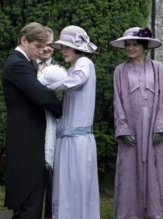 Tender Downton Abbey moments: Mary carefully handing Baby Sybbie to Tom <3
