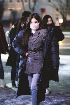 Your source of news on YG's biggest girl group, BLACKPINK! Please do not edit or remove the logo of. Fashion Idol, Blackpink Fashion, Korean Fashion, Daily Fashion, Winter Fashion, Fashion Outfits, Blackpink Jennie, Kpop Mode, Black Pink