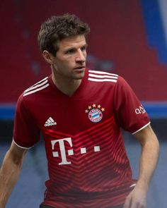 """Goal on Twitter: """"OFFICIAL: Bayern Munich's new Adidas home kit for 2021-22 is here 📸… """" Classic Football Shirts, Vintage Football Shirts, Thomas Muller, Fc Bayern Munich, Football Kits, Uefa Champions League, Red Shorts, Soccer, Adidas"""