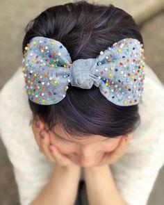 Diy Hair Bows, Diy Bow, Beaded Jewelry Patterns, Fabric Jewelry, Vintage Headbands, Handmade Headbands, Flower Embroidery Designs, Embroidery Art, Fabric Flower Headbands