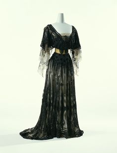 Evening dress by Jacques Doucet (1903), The Kyoto Costume Institute.