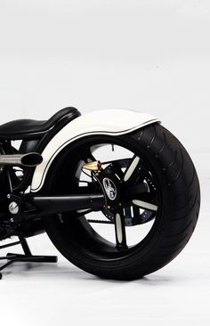 ♂ Black & white motorcycle details