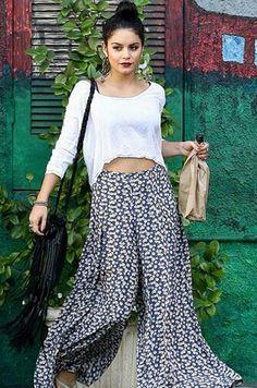 Vanessa hudgens vintage, flowy, boho outfit. White cropped top.maxi skirt.fringe bag.dark lipstick♥
