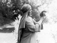 Queen Marie of Romania Blue Bloods, Royal Weddings, Vintage Photos, Amen, Marie, Royalty, Descendants, Edinburgh, Crowns