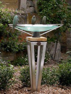 Glass Art Sculpture Modern Metropolis Glass Artists Lights The history in the island country of Japan paints a clear photograph of a happy an Bird Bath Garden, Garden Art, Garden Design, Garden Tips, Dream Garden, Metal Yard Art, Scrap Metal Art, Modern Sculpture, Sculpture Art