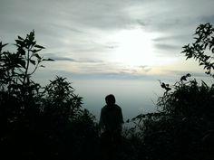 18-19 Desember bertepatan dengan pilkada yang dilakukan serentak di seluruh Indonesia, saya bersama rombongan memilih untuk naik gunung. Saya memilih naik gunung daripada memilih pergi ke TPS buat nyoblos. Rencana awal sebenernya bukan saya yang menyusun, saya cuma nyaranin untuk mencoba track di Gn. Bibi ini. Perjalanan ke Cluntang sendiri membutuhkan waktu sekitar 2-2,5jam dari …