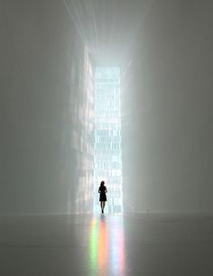 James Turrel - Interior view of Tokujin Yoshioka's Rainbow Church. A stained glass installation made with approximately 500 crystal prisms fill the space with rainbow colors as the light shines on it. Church Architecture, Architecture Design, Light Architecture, Instalation Art, Glass Installation, Oscar Niemeyer, Light Art, Light And Shadow, Belle Photo