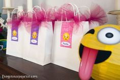 Emoji-party-ideas-party-favors