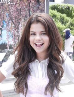 "January 8: New rare picture of Selena on the set of ""Behaving Badly""."