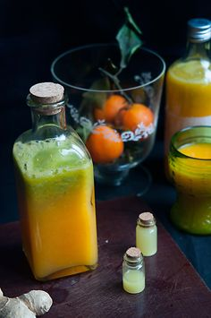 Suc natural energizant din fructe si legume de iarna/ Winter boost juice kg oranges 2 cm ginger root 1 carrot 1 mango a handful of baby spinach ground cinnamon (optional) In Defense Of Food, Smoothie Popsicles, Plant Diet, Heath Tips, Colorful Drinks, Organic Plants, English Food, Healthy Smoothies, Raw Vegan