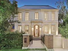 Image from http://www.propertyobserver.com.au/images/2014/04/11/toorak%20april%2011%20one.jpg.