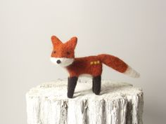Cute fox Needle Felted Fox Soft Sulpture by needleandfelt on Etsy Gifts For Pet Lovers, Gift For Lover, Dou Dou, Fox Toys, Felt Fox, Needle Felted, Cute Fox, Woodland Creatures, Soft Sculpture