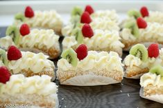 Lange vingers gebakjes | Kookmutsjes Cupcake Recipes, Baking Recipes, Snack Recipes, Dessert Recipes, Mini Cheesecakes, Drip Cakes, Tea Cakes, Mini Cakes, Happy Cook