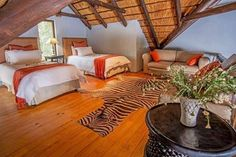 Comfort, style and luxury await you at Kuname Manor House! Something to bear in mind when considering a well deserved break before the Christmas Season - to see more, just visit http://www.karongweportfolio.com/Karongwe/Manor-House/