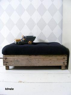 Susanne Otter #handmade #stool #wood #styling #fermliving #harlequin #wallpaper #kidsroom #boysroom WWW.FRIVOLE.NL