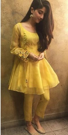 feeha jamshed Pakistani Fashion Party Wear, Indian Fashion Dresses, Frock Fashion, Dress Indian Style, Indian Designer Outfits, Pakistani Outfits, Pakistani Frocks, Pakistani Actress, Muslim Fashion