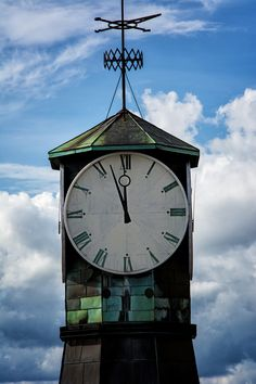 Just before twelve. It's time for lunch :-) This is a picture of a nice clock tower in Oslo Akerbrygge on Tjuvholmen. #justbeforetwelve #twelveoclock #tower #clock #pointer #clockface #numeral #harbor #oslo #akerbrygge #norway #kurzvorzwölf #zwölfuhr #turm #uhr #zeiger #zifferblatt #hafen #norwegen #klocka #straxföretolv #tolv #torn #hamn