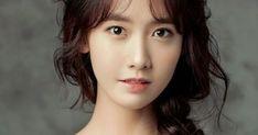 Yoona del grupo de Corea del Sur Girls 'Generation se ve encantadora como siempre para la edición de abril de la revista de moda ELLE Chi...
