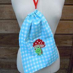 Sac de rangement pour les jouets, en vichy bleu, grenouille et champignon brodés, dimensions : 36 x 35 cm