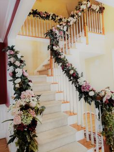A staircase decorated with beautiful flowers for your wedding day decor wedding Wedding Day Wedding Staircase Decoration, Wedding Stairs, Home Wedding Decorations, Engagement Party Decorations, Flower Decorations, Desi Wedding Decor, Floral Wedding, Wedding Flowers, Wedding Day