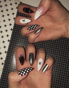 Big nails fire nails black and white nails white fire black fire Edgy Nails, Aycrlic Nails, Dope Nails, Stylish Nails, Swag Nails, Pink Nails, Fingernails Painted, Soft Grunge Nails, Glitter Nails