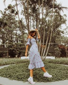 20 Styles of dress to look trendy this summer 2018 Outfits for summer. casual and cool outfits. Mode Outfits, Trendy Outfits, Fashion Outfits, Womens Fashion, Dress Fashion, Fashion 101, Mode Hippie, Mode Ootd, Spring Outfits