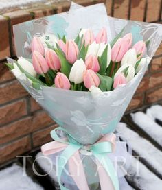 Send flowers at home in CDMX: 5 options to get out of the traditional and luc . Purple Tulips, Tulips Flowers, Flowers Nature, Fresh Flowers, Planting Flowers, Beautiful Flowers, Send Flowers, Flower Box Gift, Flower Boxes