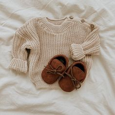 BACK in STOCK🌟 Newborn Baby Sweater and Baby Mocs Expecting Mom Gifts, Baby Moccasins, Brown Sweater, Baby Sweaters, Newborn Gifts, Unisex Baby, Gifts For Mom, Beige, Cotton