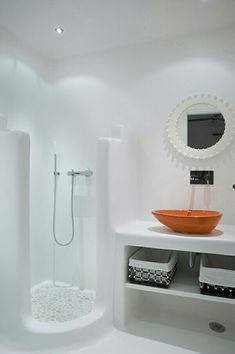 Escape to tropical luxury in Mykonos Natural Bathroom, Small Bathroom, Bathroom Modern, White Bathroom, Diy Home Decor, Room Decor, Bathroom Interior Design, Sweet Home, Paros
