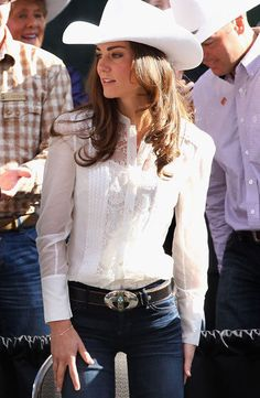 Don't think I could pull off the hat but love white layering with jeans and cool belt