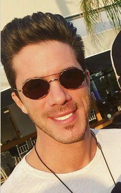 Round Sunglasses, Mens Sunglasses, Fashion, Moda, Round Frame Sunglasses, Man Sunglasses, Fashion Styles, Men's Sunglasses, Fashion Illustrations
