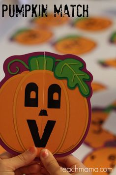 This pumpkin match game for kids is totally fun but also challenging! It's a halloween game for kids of all ages and great for fall classroom parties! It's an ideal way to get kids up and moving and thinking and interacting. #teachmama #activitiesforkids #halloween #halloweenparty #games #fall #party #holiday #kids #kidsactivities