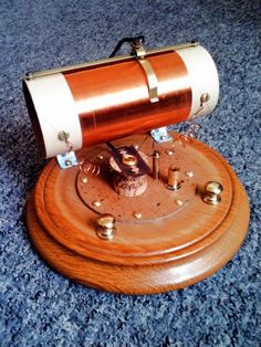 Jool's razor blade crystal radio