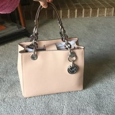 204604c9f76 MK Small Cynthia- ballet/ silver NWT. Color is ballet, silver hardware.  Retail is $298 plus tax. ❌NO TRADE❌ cheaper on Ⓜ Michael Kors Bags  Crossbody ...