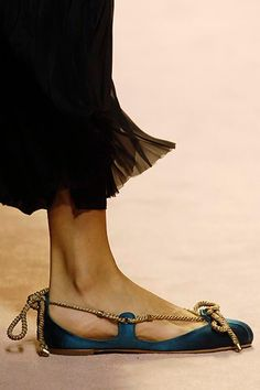 Alberta Ferretti Spring 2006 Ready-to-Wear collection, runway looks, beauty, models, and reviews. Sock Shoes, Shoe Boots, Shoes Sandals, Shoe Bag, Flat Shoes, Pretty Shoes, Beautiful Shoes, Fashion Shoes, Fashion Accessories