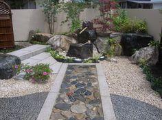 玉石の延段 和庭のアプローチ 新潟の庭
