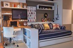Escrivaninha de estudo em freijó para o quarto de um adolescente