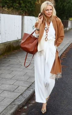 60 Fashion, Over 50 Womens Fashion, Fashion Over 50, Petite Fashion, Autumn Fashion, Fashion Outfits, Fashion Trends, Classic Outfits, Casual Outfits